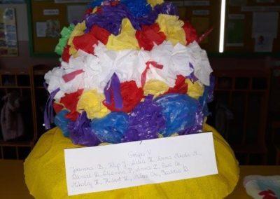 Zabawka z recyklingu przedstawiająca bukiet kwiatów