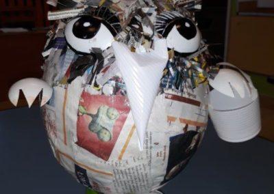 Zabawka z recyklingu przedstawiająca ptaka